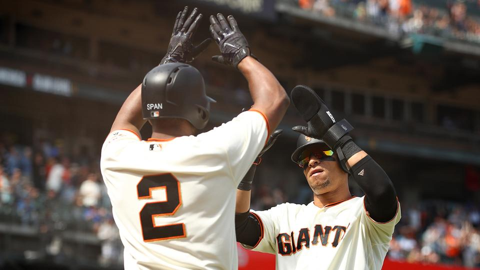 Giants rally late to top Brewers abbdd2681