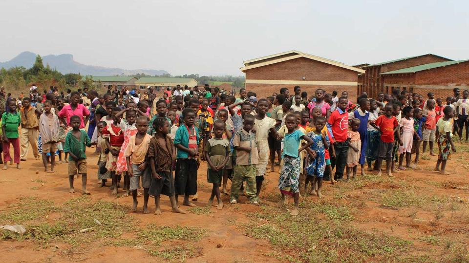 Hamels' charity targets poverty in Africa, U.S.
