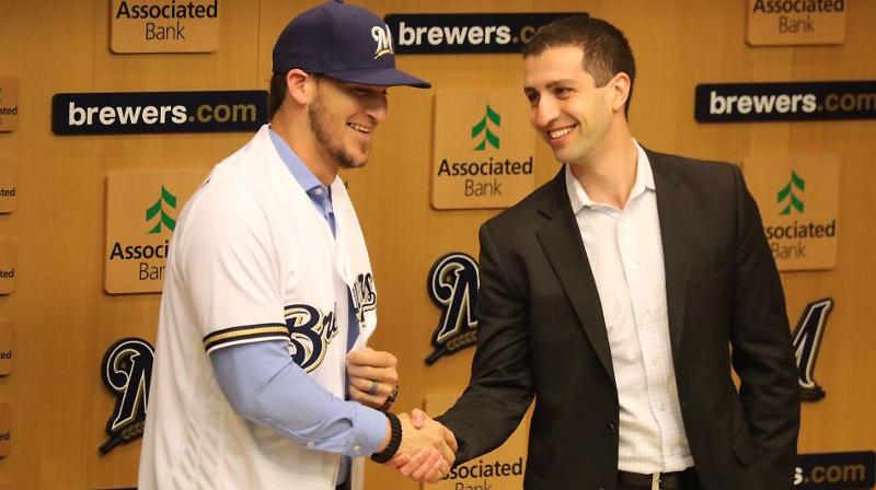 Brewers introduce Yasmani Grandal | MLB.com