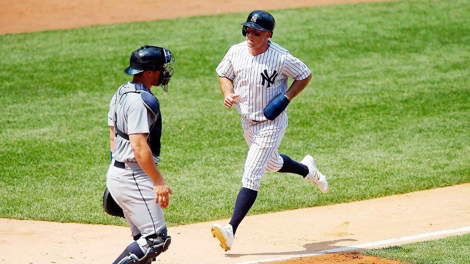 Brett Gardner warned about white cleats  3551c5a0652
