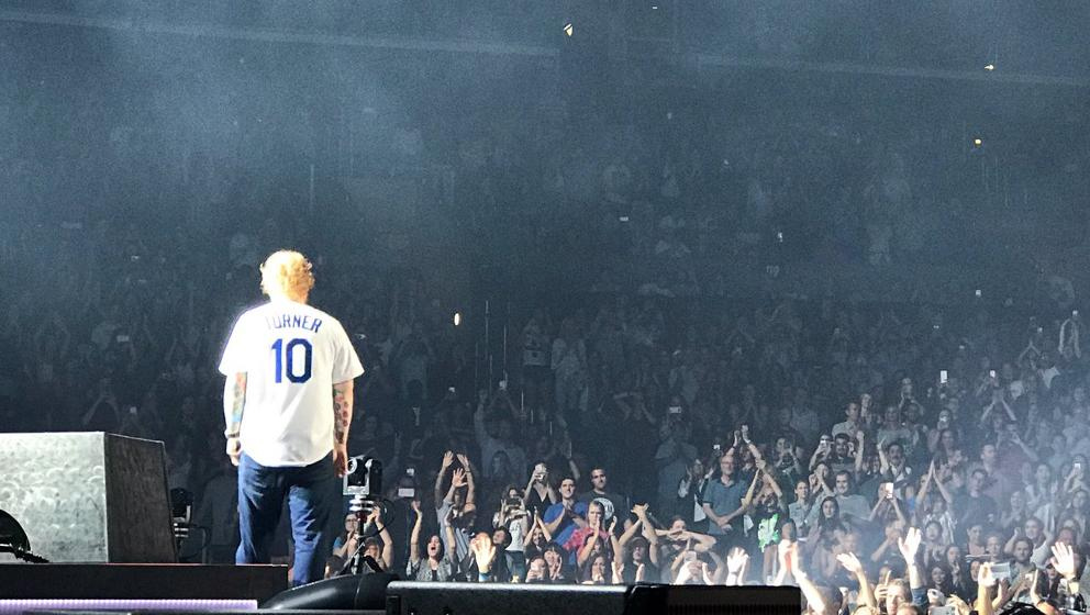 super popular 8fabf ce018 Ed Sheeran wears Justin Turner Dodgers jersey at Staples ...