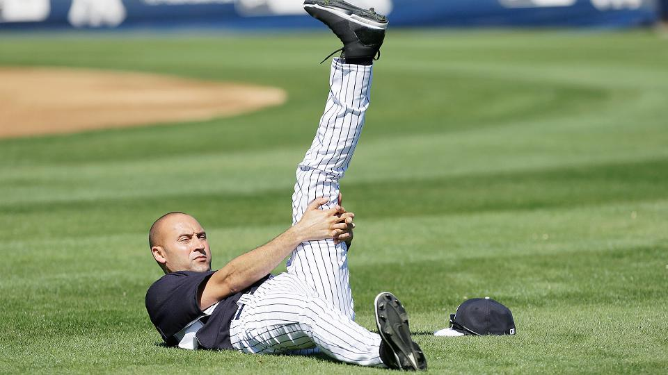 Derek Jeter takes center stage in Yankees' first full-squad workout | MLB.com