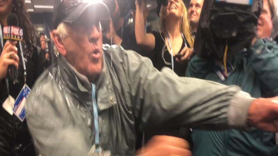 Bob Uecker celebrates with Brewers after NLDS sweep | MLB com