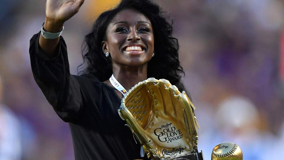 A.J. Andrews is first woman to win Gold Glove | MLB.com