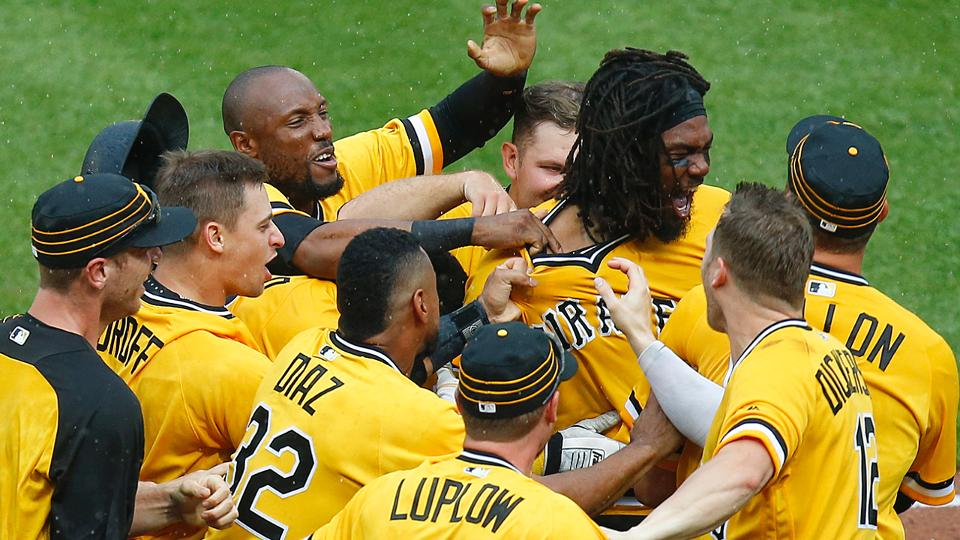 Josh Bell walks off for sweep of Brewers